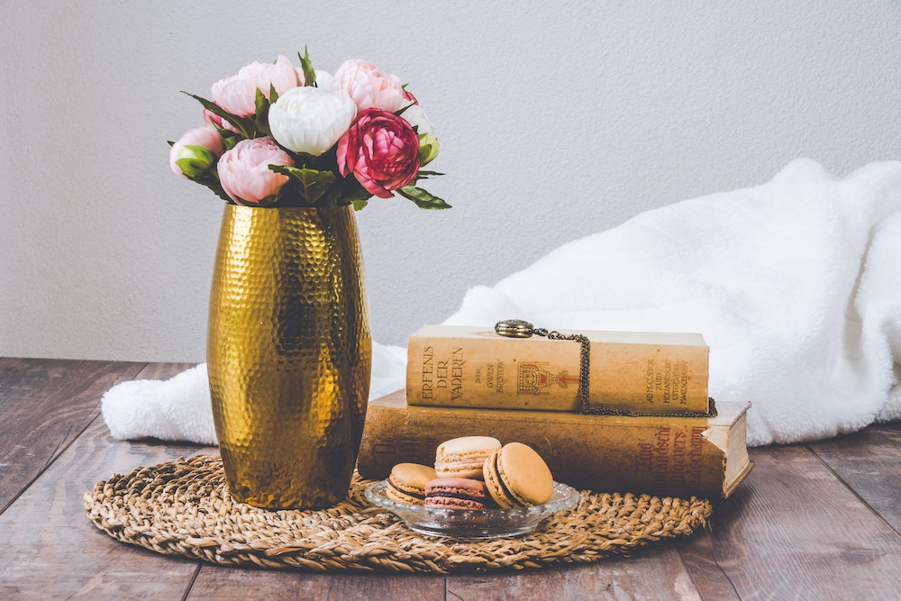 wedding decor hack, centerpiece with books and flowers